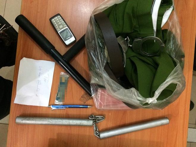 Băng nhóm tuổi teen mang hung khí trộm cướp tài sản giữa khuya ở Sài Gòn 2