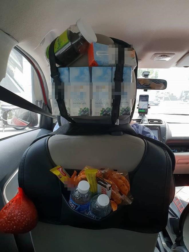 Grabcar đầy ắp đồ ăn như tiệm tạp hóa thu nhỏ và tờ thông báo gây sốt trên mạng xã hội - ảnh 1