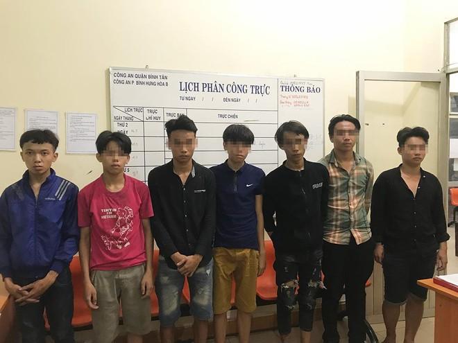 Băng nhóm tuổi teen mang hung khí trộm cướp tài sản giữa khuya ở Sài Gòn 1