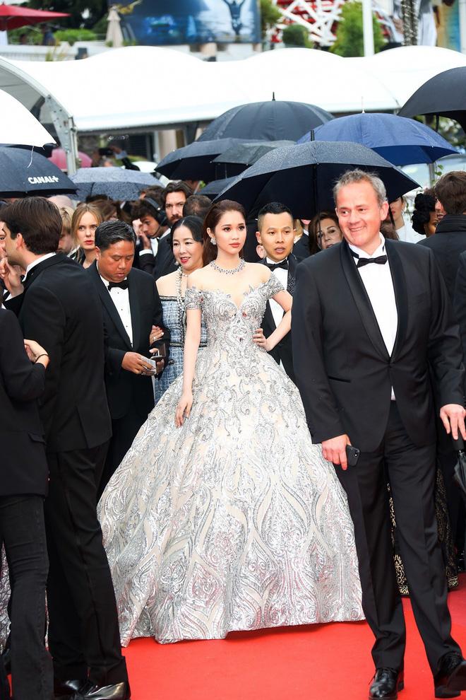 Trên thảm đỏ LHP Cannes 2018, sao Việt mặc nóng bỏng hơn cả sao quốc tế - ảnh 8