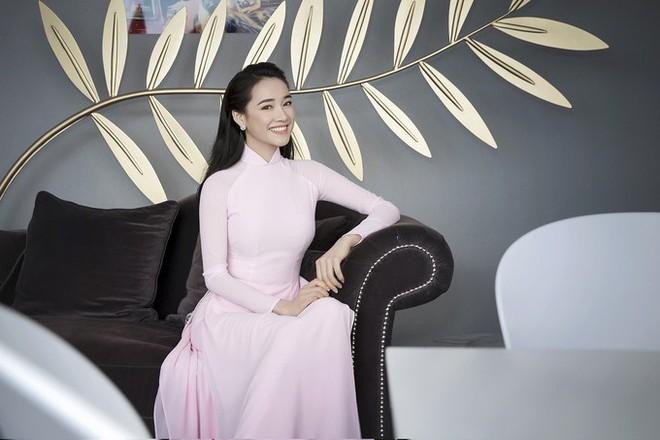 Trên thảm đỏ LHP Cannes 2018, sao Việt mặc nóng bỏng hơn cả sao quốc tế - ảnh 12