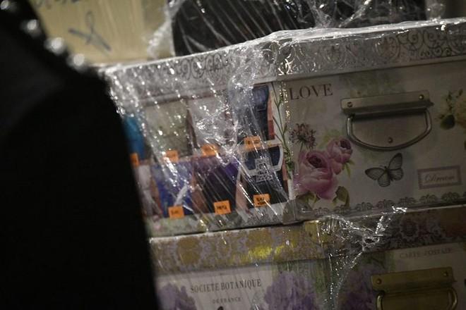 Malaysia thu 72 bao tiền, 284 túi hàng hiệu tại nhà ông Najib - Ảnh 4.