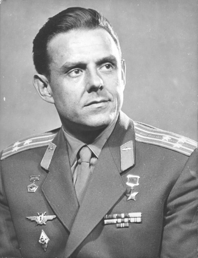 Bí mật sứ mệnh tự sát của phi hành gia Liên Xô: Cái chết của anh làm nhiều người bật khóc! - Ảnh 2.