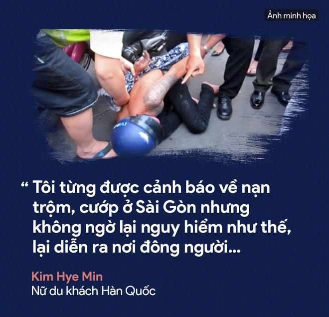 [PHOTO STORY] Dân thường, người bị nạn, du khách thảng thốt về nạn cướp giật ở Sài Gòn - Ảnh 4.