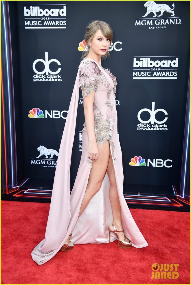 Trở lại thảm đỏ Billboard Music Awards 2018, Taylor Swift đẹp như tiên nữ giữa dàn sao đình đám - Ảnh 3.