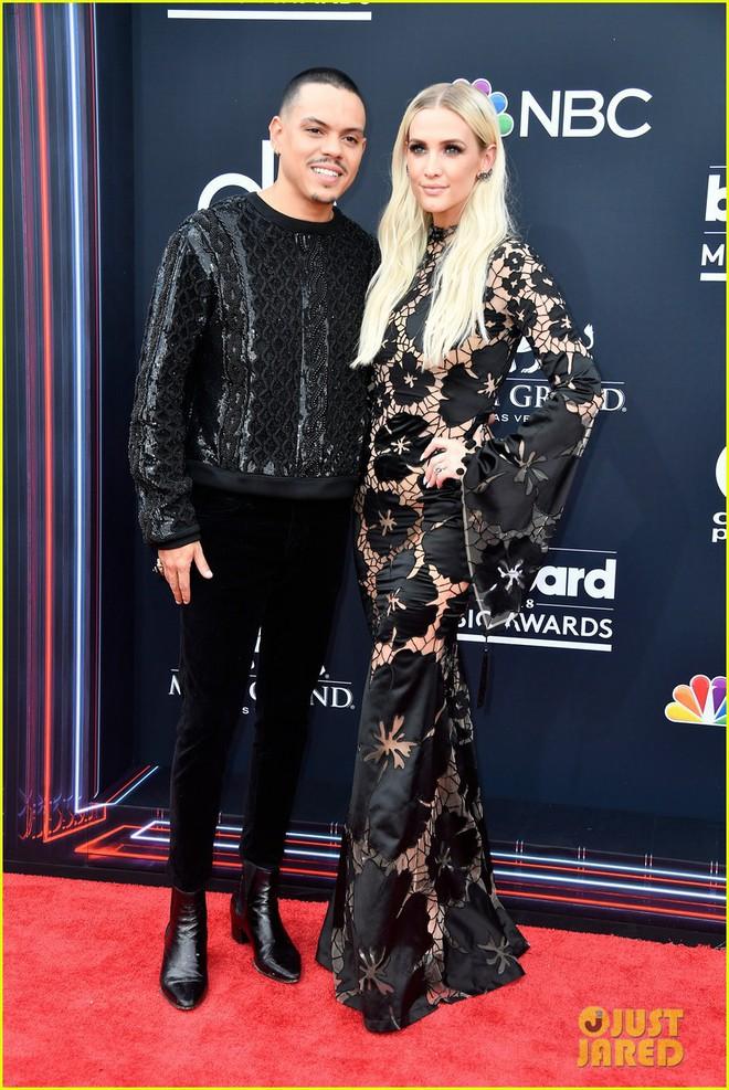 Trở lại thảm đỏ Billboard Music Awards 2018, Taylor Swift đẹp như tiên nữ giữa dàn sao đình đám - Ảnh 17.