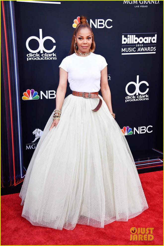 Trở lại thảm đỏ Billboard Music Awards 2018, Taylor Swift đẹp như tiên nữ giữa dàn sao đình đám - Ảnh 18.