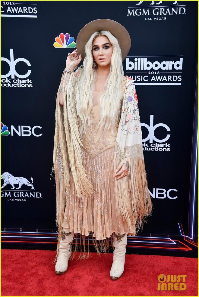 Trở lại thảm đỏ Billboard Music Awards 2018, Taylor Swift đẹp như tiên nữ giữa dàn sao đình đám - Ảnh 25.