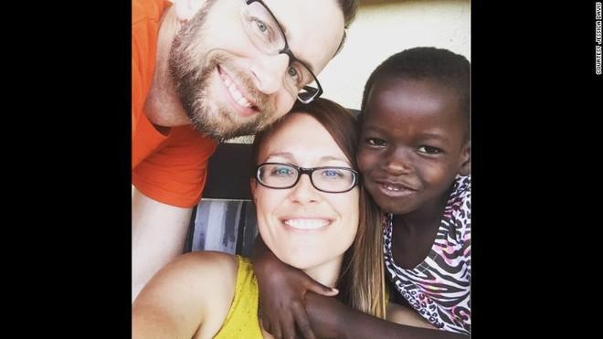 Nhận nuôi bé gái châu Phi, cặp vợ chồng không ngờ sau khi cô bé học tiếng Anh lại tiết lộ một sự thật quá khủng khiếp - Ảnh 4.