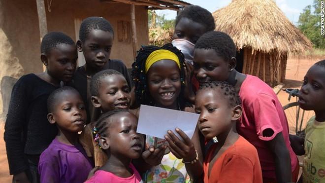 Nhận nuôi bé gái châu Phi, cặp vợ chồng không ngờ sau khi cô bé học tiếng Anh lại tiết lộ một sự thật quá khủng khiếp - Ảnh 8.
