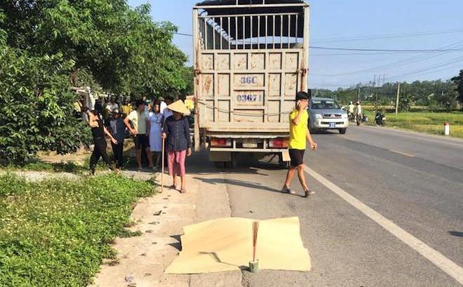 Thai phụ sắp sinh tử vong trên đường đi khám, chồng nguy kịch 1