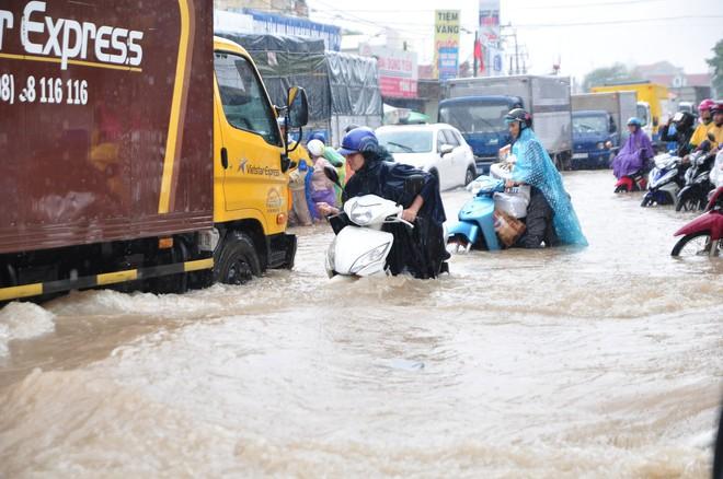 Để rác làm tắc cống thoát nước, 4 chủ tịch phường ở Đồng Nai bị phê bình 3