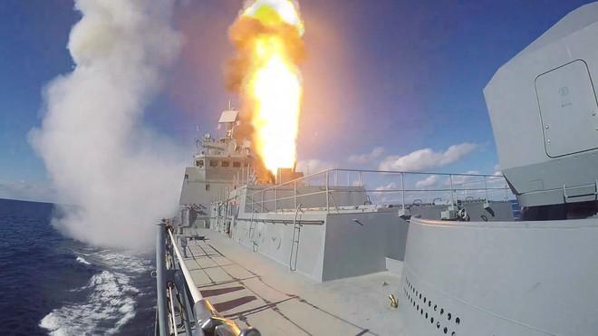 Tàu chiến mang tên lửa Kalibr gần Syria sẵn sàng ứng cứu Ấn Độ nếu cần: Nga ngầm đe ai? - Ảnh 2.