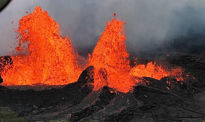 Núi lửa phun trào tại Hawaii đang giúp hòn đảo này ngày càng trương nở, nhưng lại cực kỳ nguy hiểm - Ảnh 1.