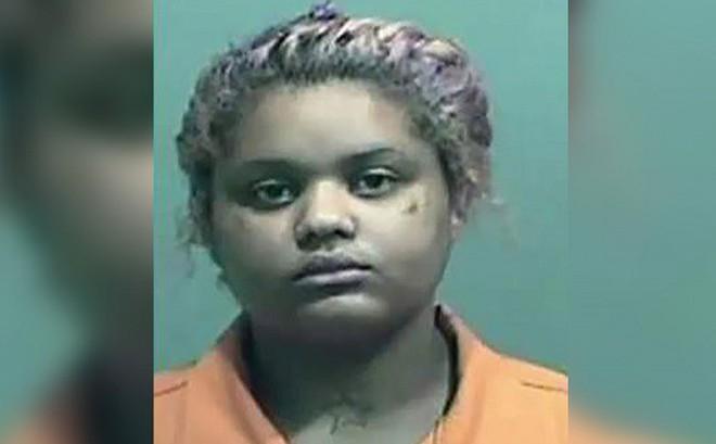 """Cô gái 18 tuổi ra tay giết bố vì bị chỉ trích là """"đồ béo phì"""""""