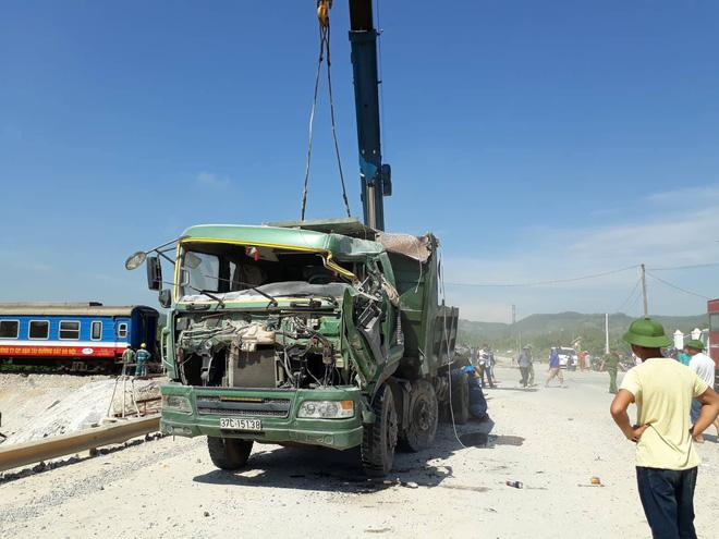 Chiếc xe ben sau vụ tai nạn đường sắt kinh hoàng ở Thanh Hóa.