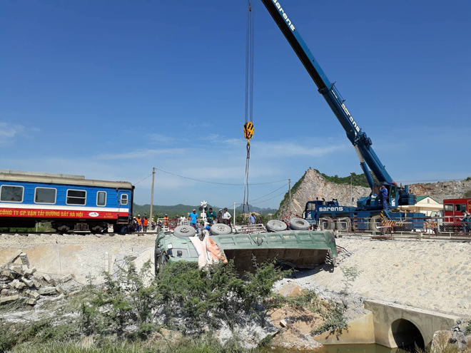 Hiện trường vụ tai nạn tàu hỏa sáng nay ở Thanh Hóa.