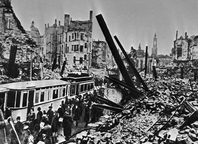 Những cuộc ném bom rải thảm khốc liệt nhất TK 20: Mọi thứ bị thiêu rụi phía sau chúng tôi - Ảnh 2.