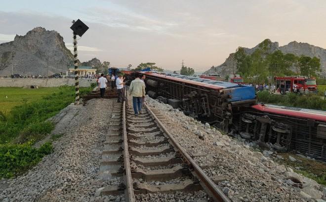 Tin chính thức lật tàu ở Thanh Hóa: 2 lái tàu đã tử nạn