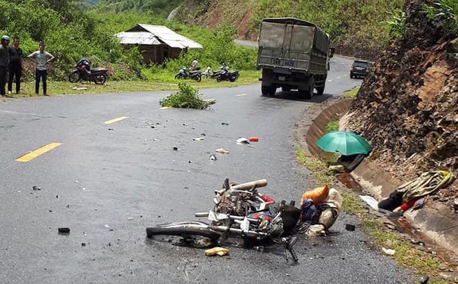 Va chạm xe tải, 2 vợ chồng tử vong thương tâm, con nhỏ nguy kịch 1