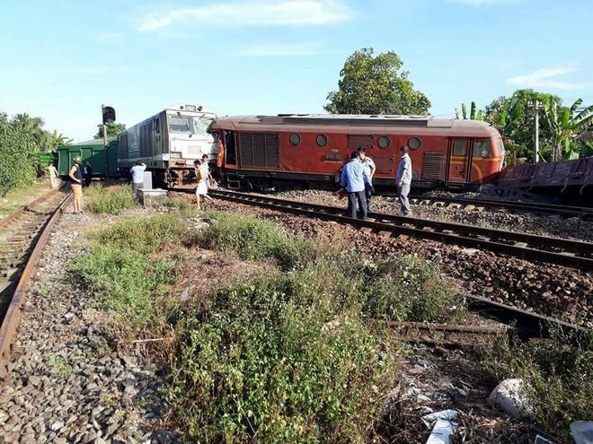 Ảnh hiện trường vụ 2 tàu hỏa tông trực diện vào nhau khi vào ga, nhiều toa tàu lật nghiêng - Ảnh 5.