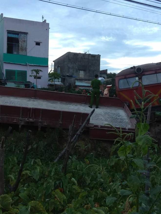 Ảnh hiện trường vụ 2 tàu hỏa tông trực diện vào nhau khi vào ga, nhiều toa tàu lật nghiêng - Ảnh 7.