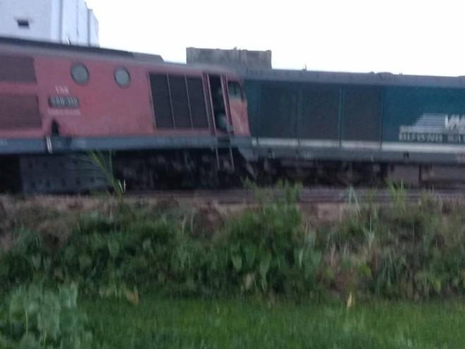 Ảnh hiện trường vụ 2 tàu hỏa tông trực diện vào nhau khi vào ga, nhiều toa tàu lật nghiêng - Ảnh 9.