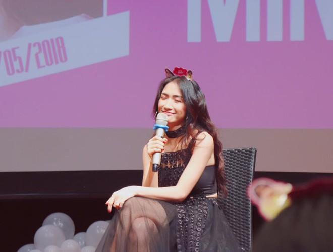 Clip Hòa Minzy gây khó hiểu khi nói với fan: Em đừng có ôm chị, không ai được đụng vào chị - Ảnh 2.