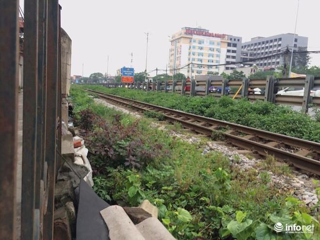 Mưu sinh trên đường ray tàu hỏa, nhìn đã thấy rùng mình - Ảnh 11.