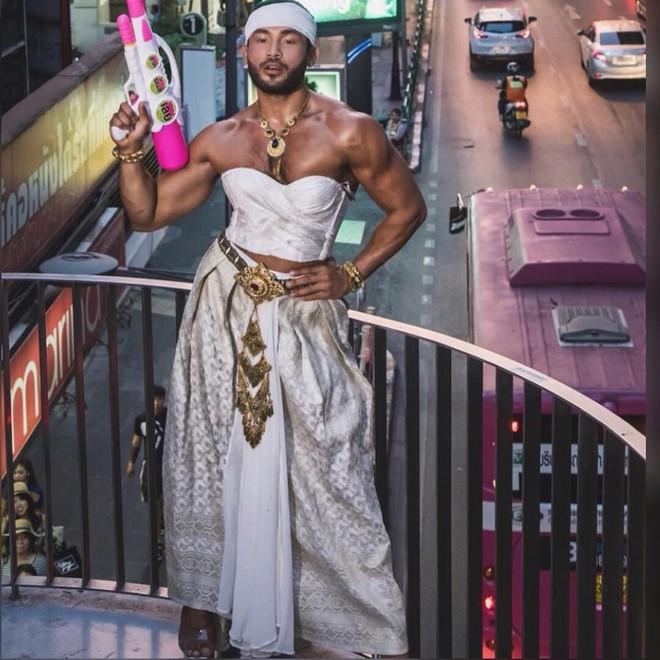 Ông hoàng catwalk đường phố châu Á sang Việt Nam: Biểu diễn ở chợ gây xôn xao - Ảnh 7.