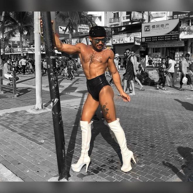 Ông hoàng catwalk đường phố châu Á sang Việt Nam: Biểu diễn ở chợ gây xôn xao - Ảnh 4.