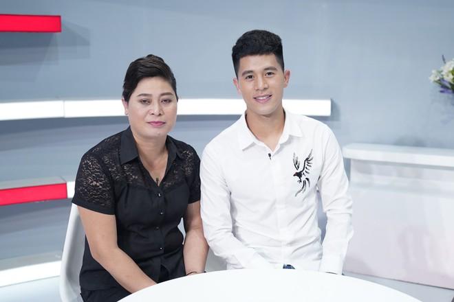 Mẹ Đình Trọng U23 Việt Nam phấn khích khi thấy Hari Won: Tôi muốn có con dâu như Hari Won! - Ảnh 9.