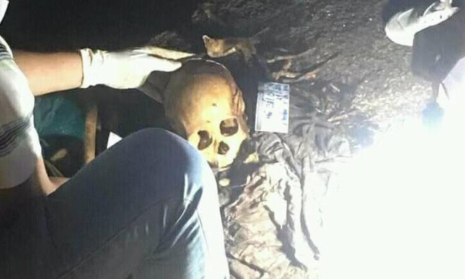 Hài cốt nghi của cặp tình nhân ở hang động: Tình cảm bị ngăn cấm giữa cô gái và anh bộ đội - Ảnh 3.