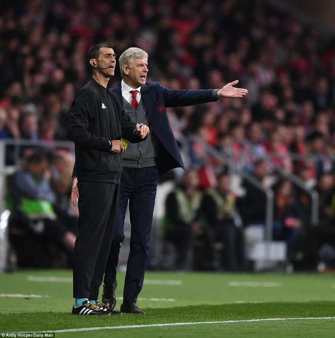 Arsenal bại trận đúng quy trình, giấc mơ cuối cùng của HLV Wenger chính thức tan vỡ - Ảnh 3.