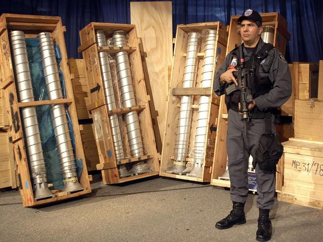 Vì sao người Libya phẫn nộ và xấu hổ khi ông Gaddafi quyết định từ bỏ vũ khí hạt nhân? - Ảnh 2.