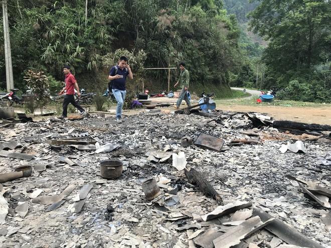 Vụ giết 4 người ở Cao Bằng: Bé gái 9 tuổi kể chuyện dắt em chạy băng rừng trốn kẻ sát nhân - Ảnh 2.