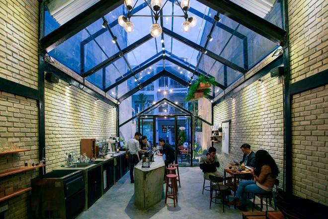 Hè này, nếu đến Đà Nẵng, hãy ghé quán cà phê ở Thái Phiên để tận mục kiến trúc được báo Mỹ vinh danh - Ảnh 1.