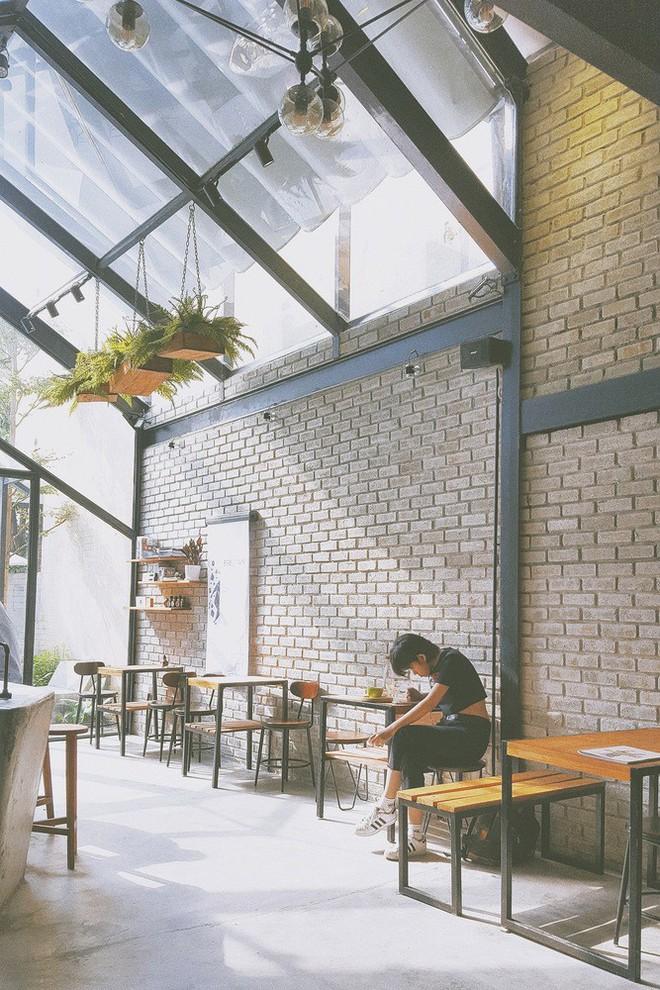 Hè này, nếu đến Đà Nẵng, hãy ghé quán cà phê ở Thái Phiên để tận mục kiến trúc được báo Mỹ vinh danh - Ảnh 8.