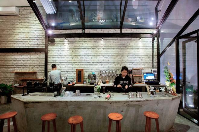 Hè này, nếu đến Đà Nẵng, hãy ghé quán cà phê ở Thái Phiên để tận mục kiến trúc được báo Mỹ vinh danh - Ảnh 3.