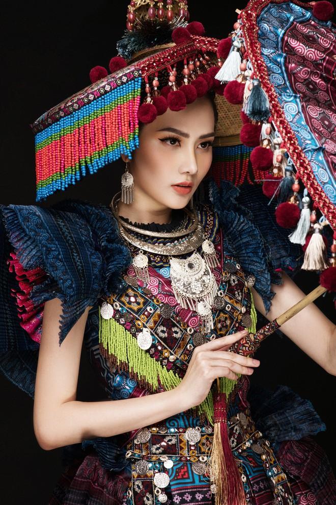 Diệu Linh mang trang phục nặng 30 kg dự thi Nữ hoàng Du lịch Quốc tế - Ảnh 10.
