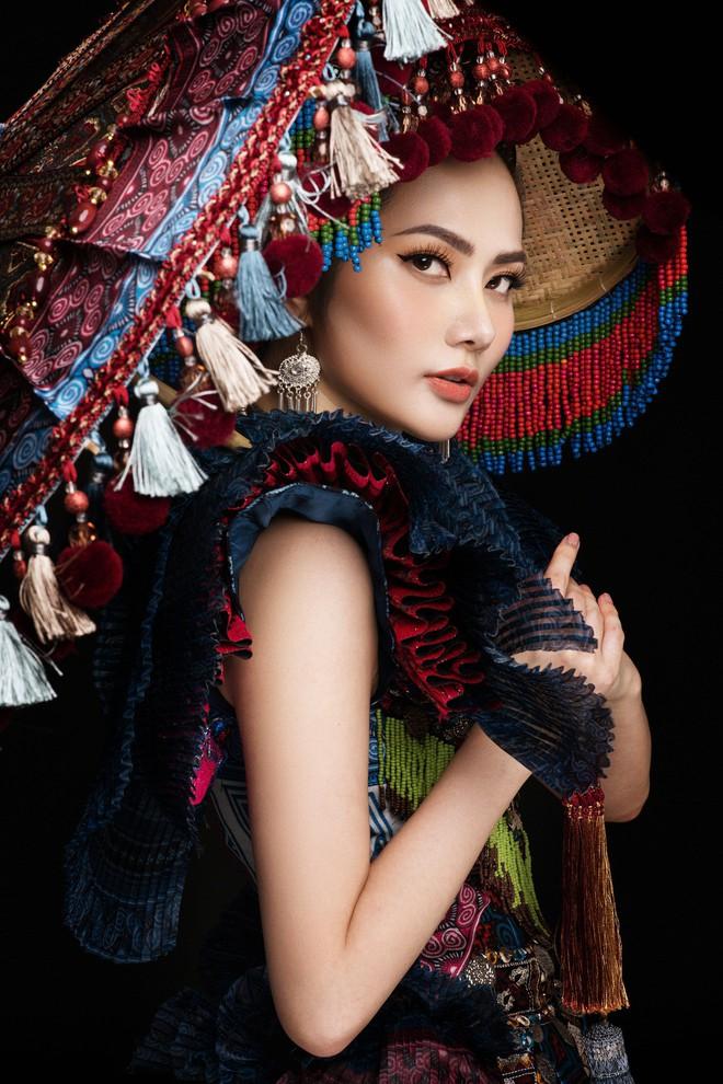 Diệu Linh mang trang phục nặng 30 kg dự thi Nữ hoàng Du lịch Quốc tế - Ảnh 9.
