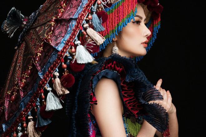 Diệu Linh mang trang phục nặng 30 kg dự thi Nữ hoàng Du lịch Quốc tế - Ảnh 8.