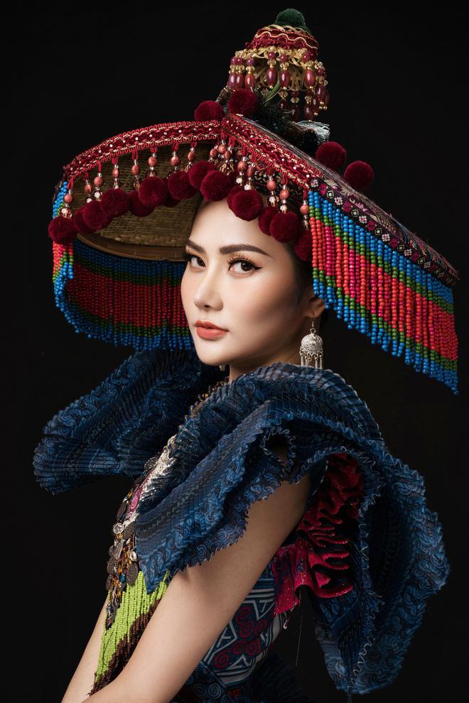 Diệu Linh mang trang phục nặng 30 kg dự thi Nữ hoàng Du lịch Quốc tế - Ảnh 4.