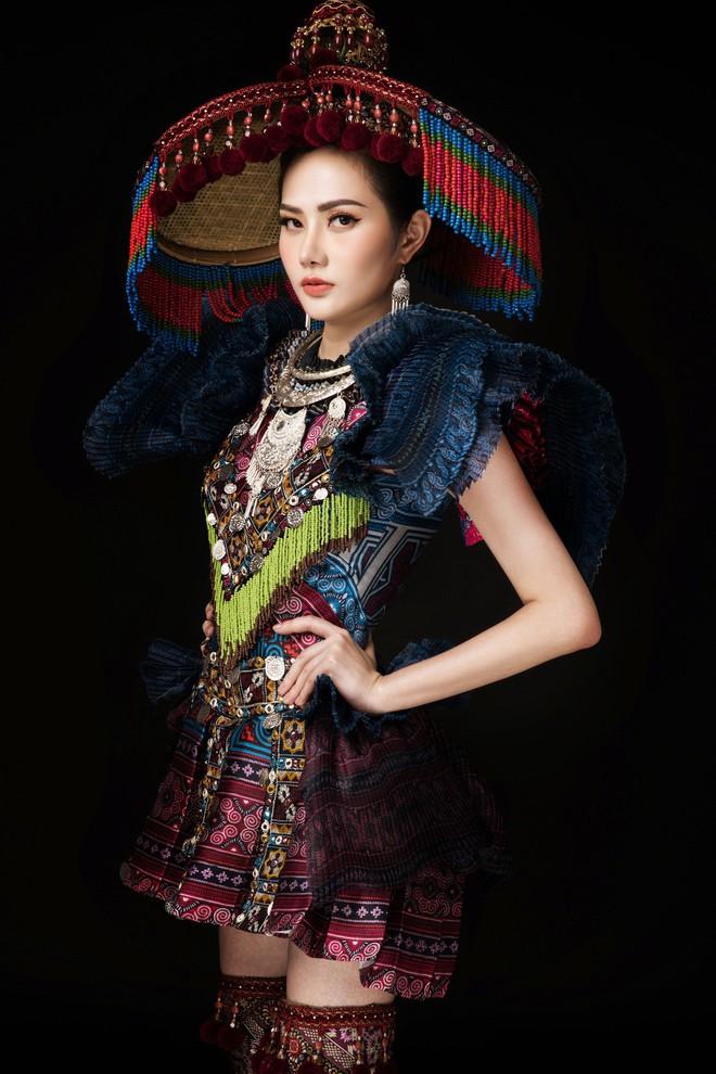 Diệu Linh mang trang phục nặng 30 kg dự thi Nữ hoàng Du lịch Quốc tế - Ảnh 1.
