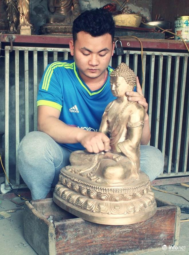 Về làng nghề đúc đồng gia truyền gần 500 năm tuổi ở Hà Nội - Ảnh 1.