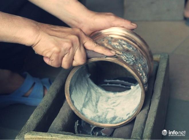 Về làng nghề đúc đồng gia truyền gần 500 năm tuổi ở Hà Nội - Ảnh 5.