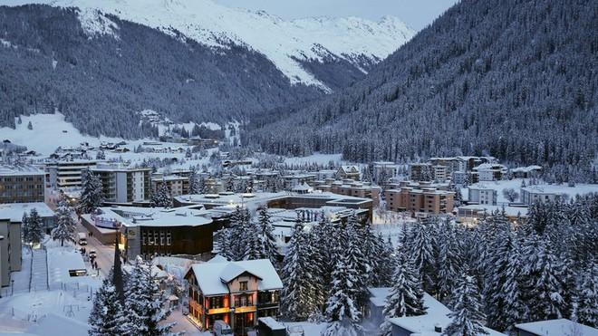 Lần đầu tiên sau 18 năm, Tổng thống Mỹ lại thổi hơi nóng vào mùa đông Davos - Ảnh 1.