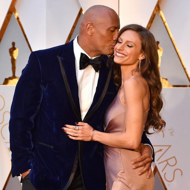 Dwayne Johnson bón cơm cho vợ và sự thật về cuộc sống Ngôi sao cơ bắp nhất Hoollywood - ảnh 4