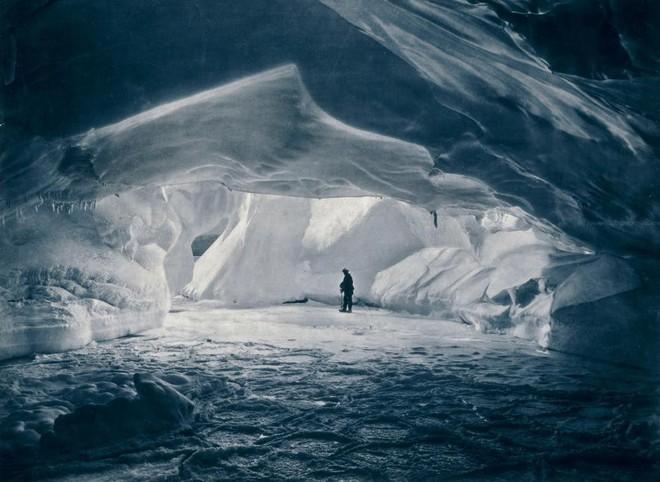 Không được chết ở Nam Cực: Hành trình vượt hơn 480km với đôi chân bị lột da hoàn toàn! - Ảnh 1.