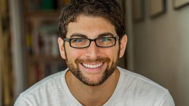 Bị gãy kiếm khi sex, chàng trai viết sách kể lại tai nạn kinh hoàng: Nên làm gì lúc đó? - Ảnh 1.